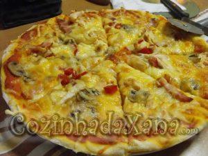Pizza de 4 queijos e frango