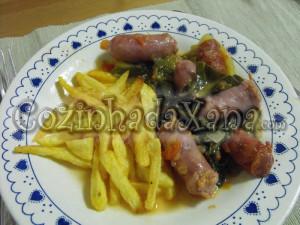 salsichas com couve e batata frita
