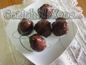 Pirâmides de chocolate com figo