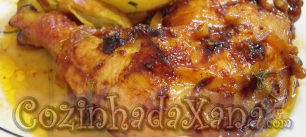 Perna de frango assada no forno com molho oriental
