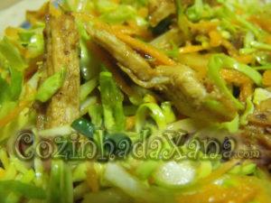 Salada de couve com peru